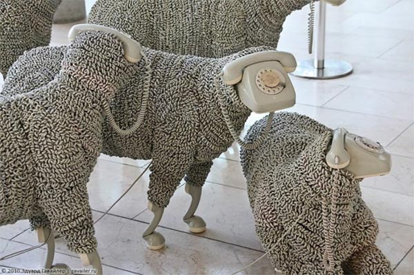 phone_sculpture_sheep1.jpg